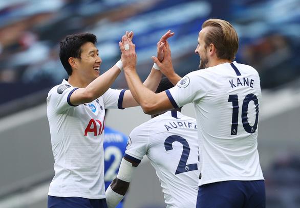 Thảm bại trước Tottenham, Leicester gặp khó trong cuộc đua vào tốp 4 - Ảnh 1.