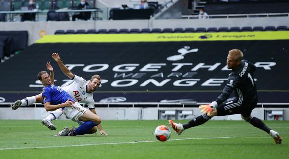 Thảm bại trước Tottenham, Leicester gặp khó trong cuộc đua vào tốp 4 - Ảnh 2.