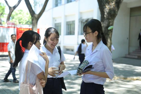 Đề thi Toán lớp 10 Đà Nẵng dài và khó đạt điểm tối đa - Ảnh 7.