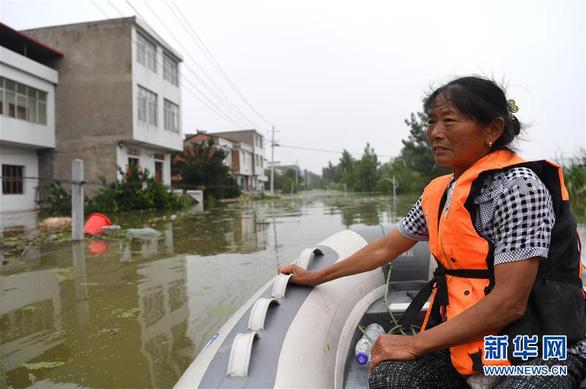 Lũ ụp nhanh, dân làng ở Trung Quốc gần như mất sạch - Ảnh 1.