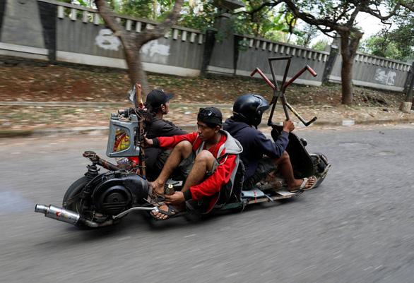 Những chiếc xe Vespa không đụng hàng ở Indonesia - Ảnh 5.