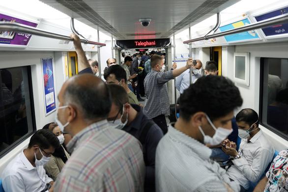 Tổng thống Iran nói 25 triệu ca mắc COVID-19, Bộ Y tế phải giảm sốc - Ảnh 1.