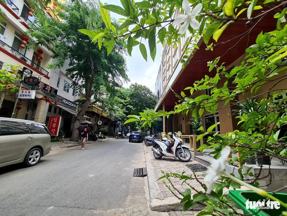 Tan tác phố Hàn Quốc ở Sài Gòn - Ảnh 4.