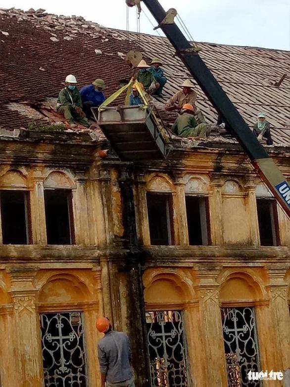 Đang tháo dỡ nhà thờ Bùi Chu - Ảnh 1.