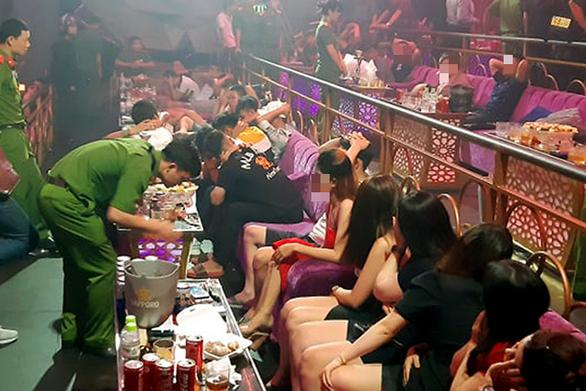 Gần 100 'dân chơi' dương tính với chất ma túy tại quán bar lớn nhất Trảng Bom - Ảnh 1.