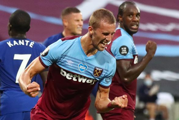 Willian lập cú đúp, Chelsea vẫn trắng tay trước West Ham - Ảnh 2.