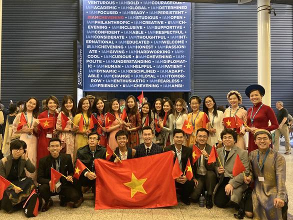 Đại sứ Anh tại Việt Nam: Chính phủ Anh phối hợp các đại học hỗ trợ sinh viên quốc tế - Ảnh 4.