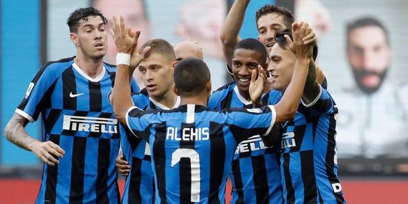 Đại thắng Brescia, Inter tiếp tục bám đuổi Juventus - Ảnh 1.