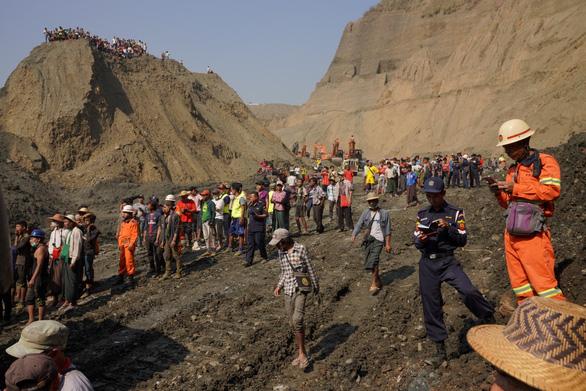 Sạt lở mỏ ngọc bích ở Myanmar, 113 người chết - Ảnh 1.