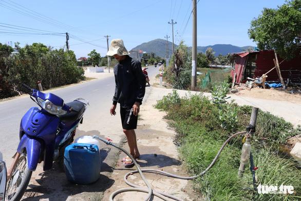 Chỉ đạo khẩn vụ sống cạnh nhà máy nước 12 tỉ, dân vẫn chạy… tìm nước - Ảnh 1.