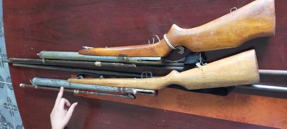 Phá ổ làm súng, đạn... bán chỉ 500.000 đồng một khẩu - Ảnh 1.
