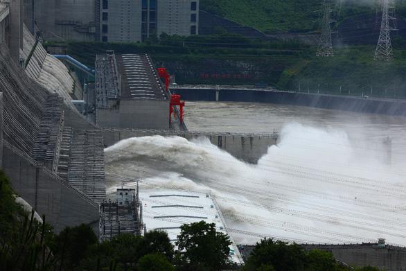 Lưu lượng Trường Giang đang gấp ngàn lần sông Sài Gòn, Trung Quốc phát cảnh báo hồng thủy số 1 - Ảnh 1.