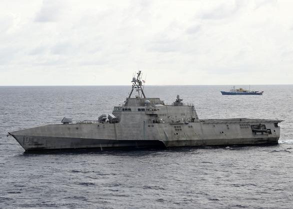 Tàu chiến Mỹ áp sát Hải Dương 4 ở Biển Đông, Bắc Kinh phản ứng ngay lập tức - Ảnh 1.