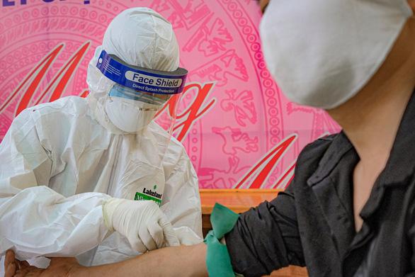Chuyên gia từ Serbia mắc COVID-19, Việt Nam ghi nhận 370 ca bệnh - Ảnh 1.
