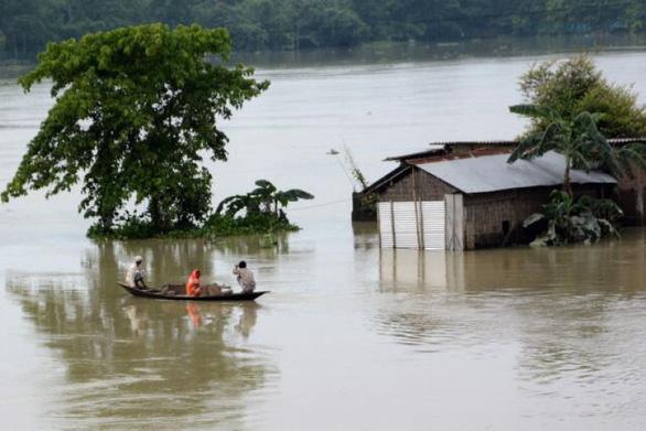 Lũ lụt ập đến Ấn Độ, Nepal: 4 triệu người bỏ nhà đi sơ tán, 189 người chết - Ảnh 1.