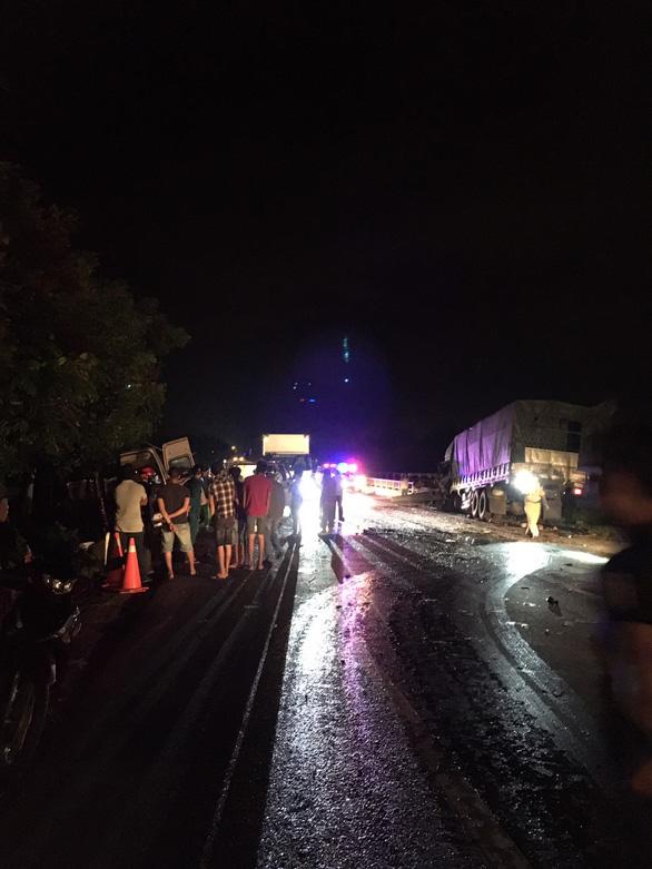 Tai nạn giao thông nghiêm trọng, ít nhất 5 người chết, 9 người bị thương - Ảnh 1.