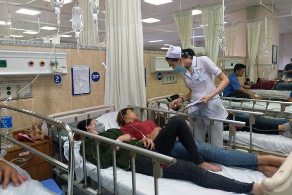 Hơn 100 công nhân nhập viện cấp cứu sau bữa cơm tối đã xuất viện - Ảnh 1.
