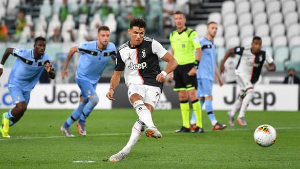 Ronaldo xác lập kỷ lục ghi bàn, Juventus tiệm cận chức vô địch Serie A - Ảnh 1.