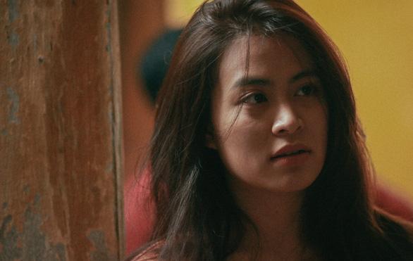 Hoàng Thùy Linh - Mẹ đơn thân, nghi phạm giết người trong Trái tim quái vật - Ảnh 2.
