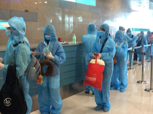 Tiếp tục đón 308 người Việt từ Malaysia về nước - Ảnh 1.