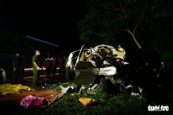 Xe khách 16 chỗ đấu đầu xe tải trong đêm, 8 người chết, nhiều người bị thương - Ảnh 8.