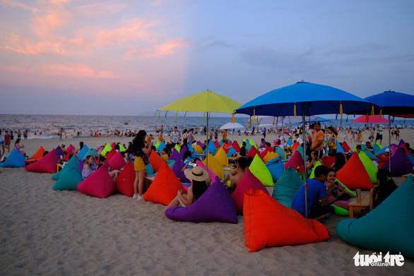 Thêm điểm sống ảo rực rỡ lạ mắt trên biển Đà Nẵng - Ảnh 2.
