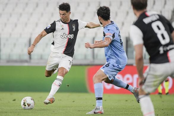 Ronaldo xác lập kỷ lục ghi bàn, Juventus tiệm cận chức vô địch Serie A - Ảnh 2.