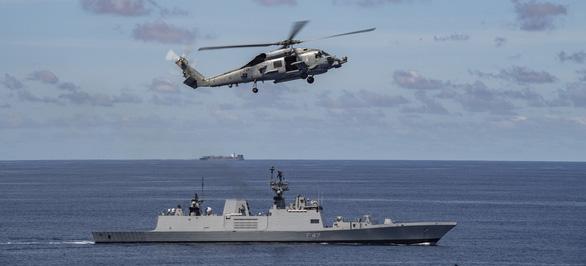 Nhóm Tứ giác kim cương tập trận trên biển, gởi thông điệp cứng tới Trung Quốc - Ảnh 5.