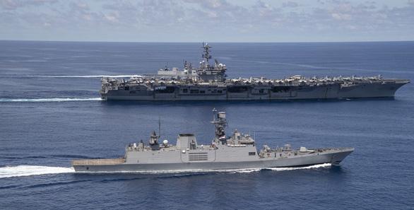 Nhóm Tứ giác kim cương tập trận trên biển, gởi thông điệp cứng tới Trung Quốc - Ảnh 2.