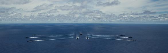 Nhóm Tứ giác kim cương tập trận trên biển, gởi thông điệp cứng tới Trung Quốc - Ảnh 4.