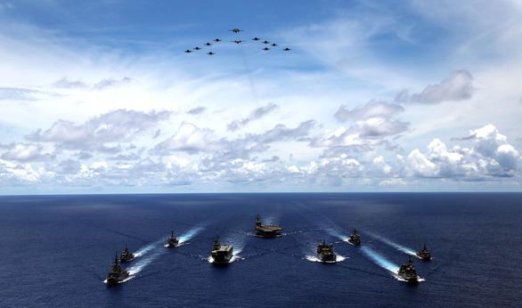 Nhóm Tứ giác kim cương tập trận trên biển, gởi thông điệp cứng tới Trung Quốc - Ảnh 1.