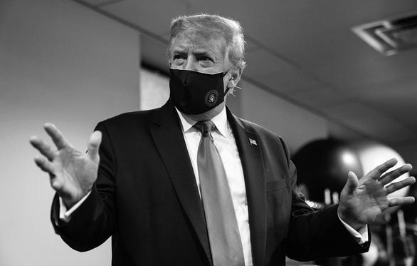 Ông Trump đăng ảnh đeo khẩu trang, nói không ai yêu nước hơn tôi - Ảnh 1.