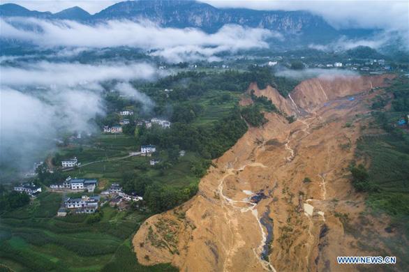 10 triệu mét khối đất lở chặn nguyên một đoạn sông ở Trung Quốc - Ảnh 5.