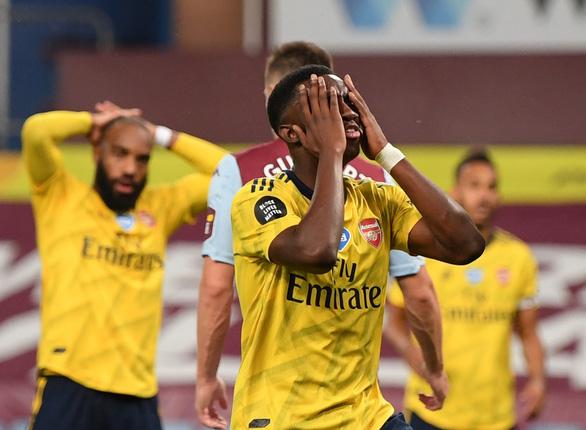 Thua đội ở nhóm rớt hạng, Arsenal hết vé dự Europa League - Ảnh 2.