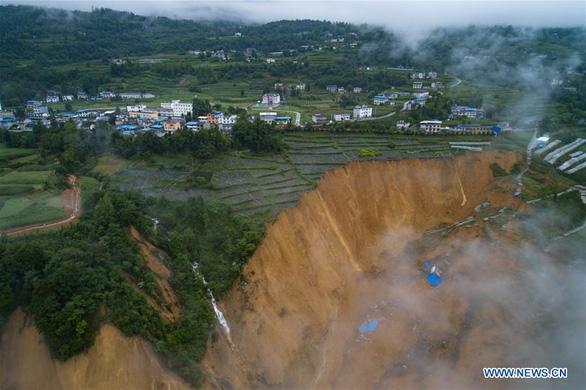 10 triệu mét khối đất lở chặn nguyên một đoạn sông ở Trung Quốc - Ảnh 4.