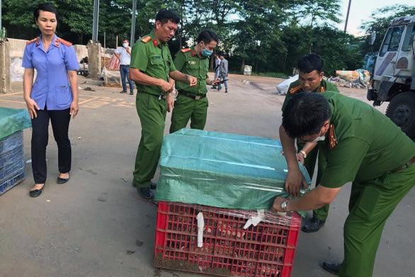 Khai quật gom hơn 13 tấn chất thải chưa xử lý tại 5 vị trí trong công ty Đài Loan - Ảnh 1.