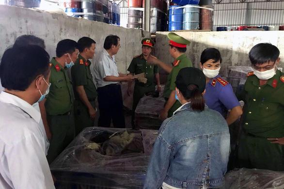 Khai quật gom hơn 13 tấn chất thải chưa xử lý tại 5 vị trí trong công ty Đài Loan - Ảnh 3.
