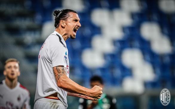 Ibrahimovic tỏa sáng đưa AC Milan vào tốp 5 - Ảnh 1.
