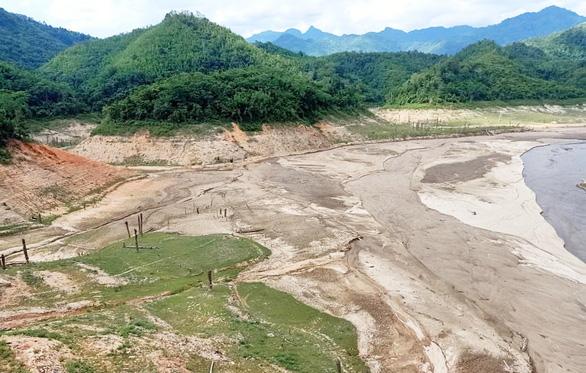 Bắc Trung Bộ nóng nhất 50 năm, gần 26.000ha lúa bị hạn - Ảnh 2.