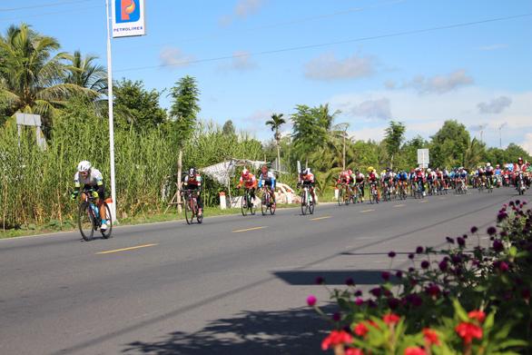 Tay đua Chế Thị Ngọc Lụa giữ Áo trắng 2 chặng liên tiếp - Ảnh 1.