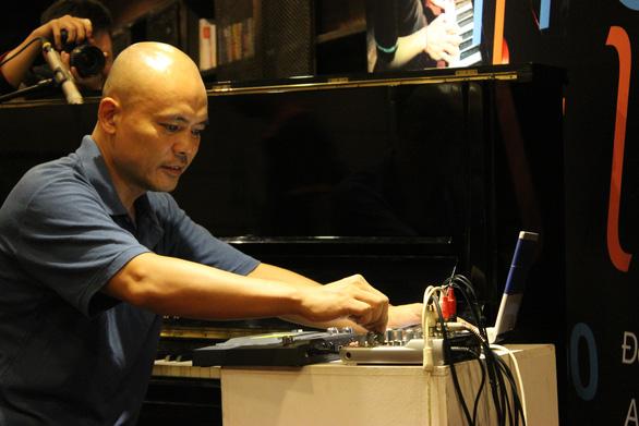 Nghệ sĩ bàng hoàng hay tin nhạc sĩ Vũ Nhật Tân qua đời vì bạo bệnh - Ảnh 1.