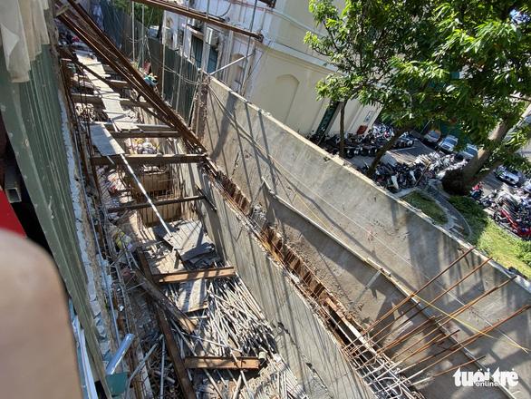Chống nạng ngôi nhà trong phố cổ Hà Nội bị sụp lún do xây khách sạn - Ảnh 7.