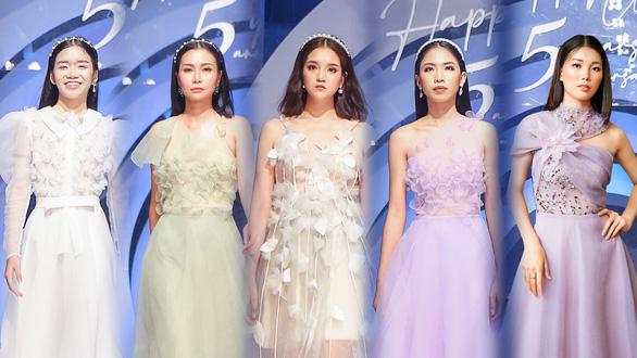 Lynk Lee truyền tải thông điệp tích cực về sự tự tin qua thời trang - Ảnh 5.