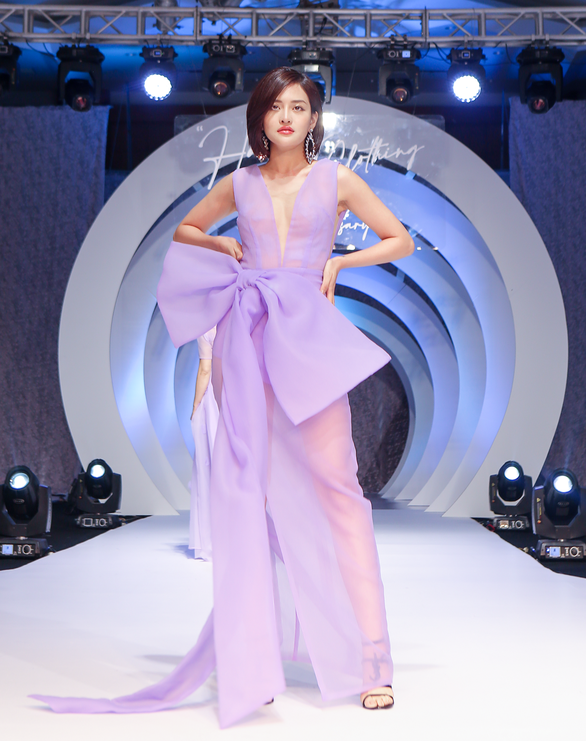 Lynk Lee truyền tải thông điệp tích cực về sự tự tin qua thời trang - Ảnh 4.