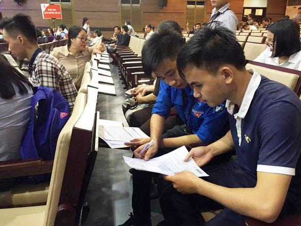 Một sinh viên khiếm thị tốt nghiệp Trường ĐH Kinh tế TP.HCM - Ảnh 3.