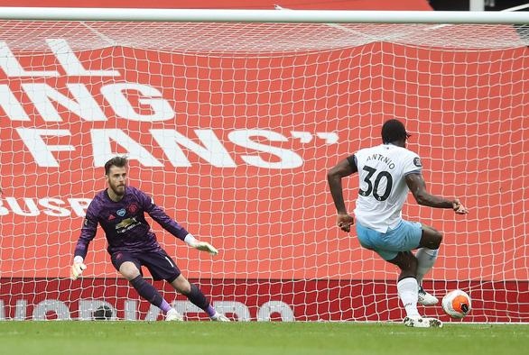 Thoát thua trước West Ham, Man Utd rộng cửa dự Champions League - Ảnh 2.