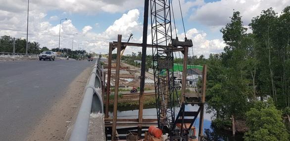Xây cầu Cái Nhúc 2 mở rộng cửa ngõ thành phố Cà Mau - Ảnh 1.