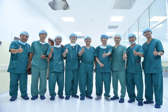 UBND TP.HCM tặng bằng khen cho bệnh viện và các y bác sĩ trong ca mổ Trúc Nhi - Diệu Nhi - Ảnh 1.
