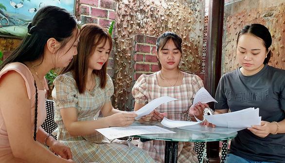 Giáo viên Quảng Trị bị đem con bỏ chợ ở đất Lào - Ảnh 1.