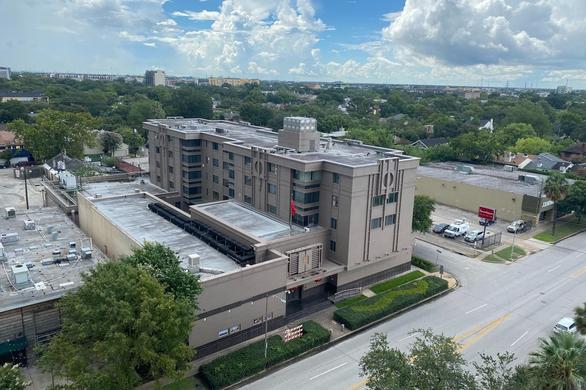 Vì sao Mỹ đóng cửa tổng lãnh sự quán Trung Quốc ở Houston? - Ảnh 1.